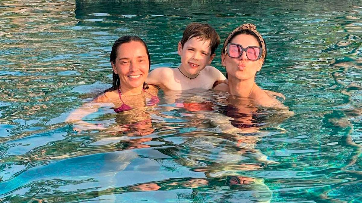 Маша Ефросинина улетела в Турцию с сыном и подругами: фото, видео