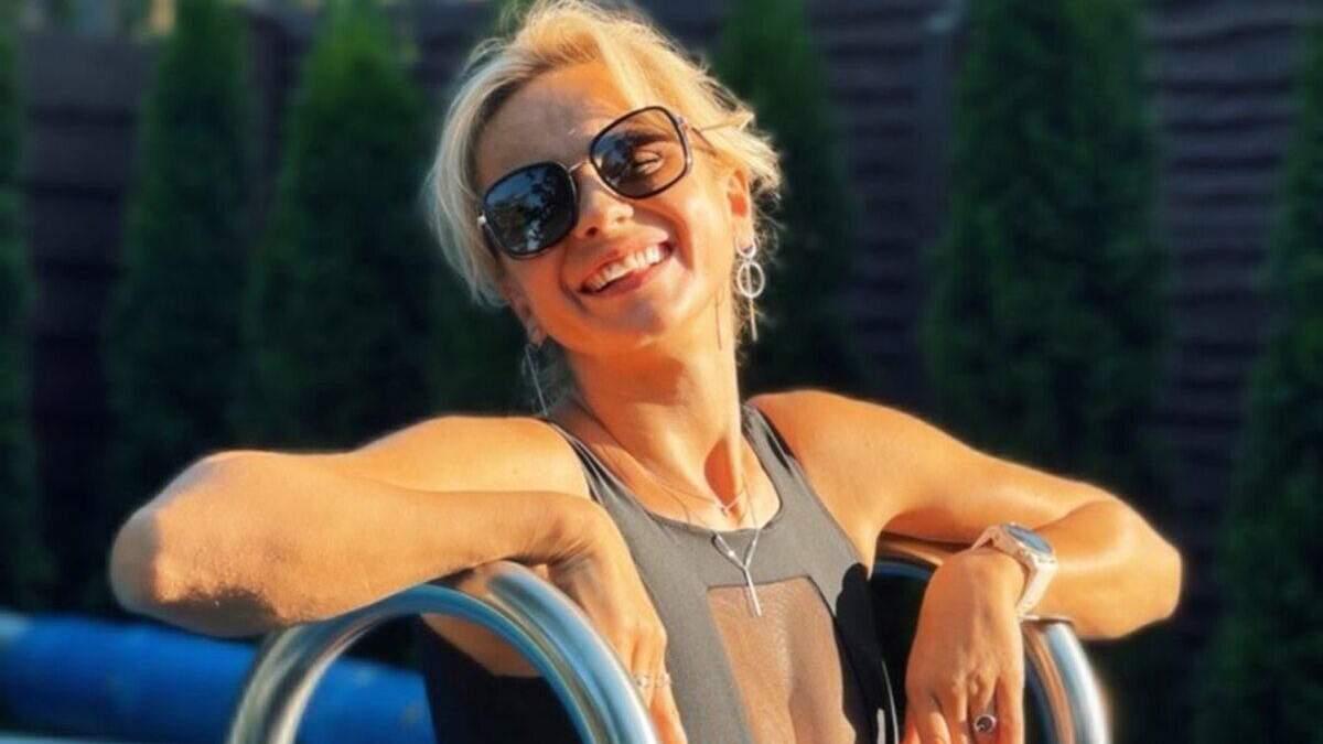 Лілія Ребрик засвітила пишні груди у купальнику з прозорою вставкою