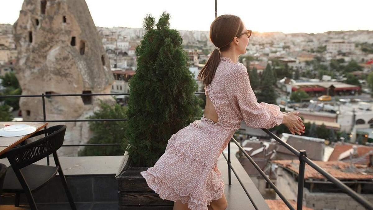 Жена Остапчук полетела в Турцию со Славой Каминской: видео