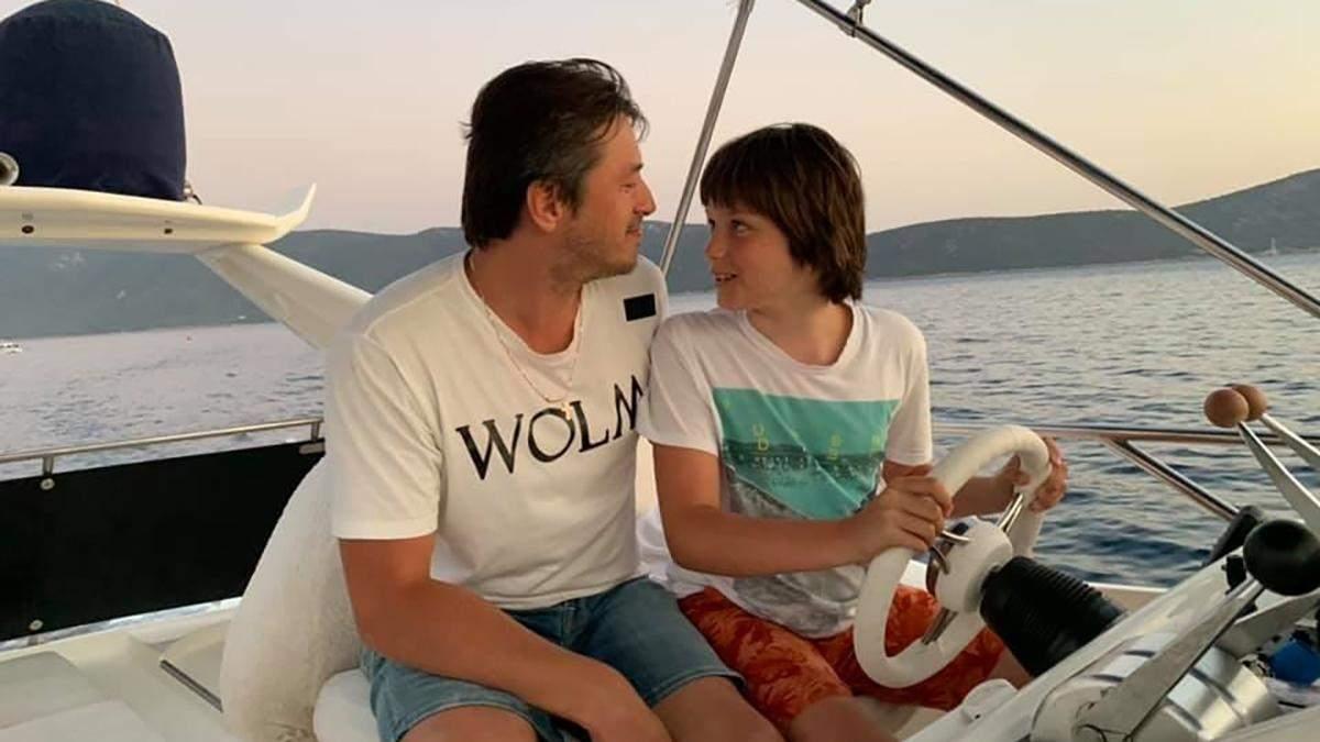 Притула с женой и тремя детьми отдыхает за границей: фото