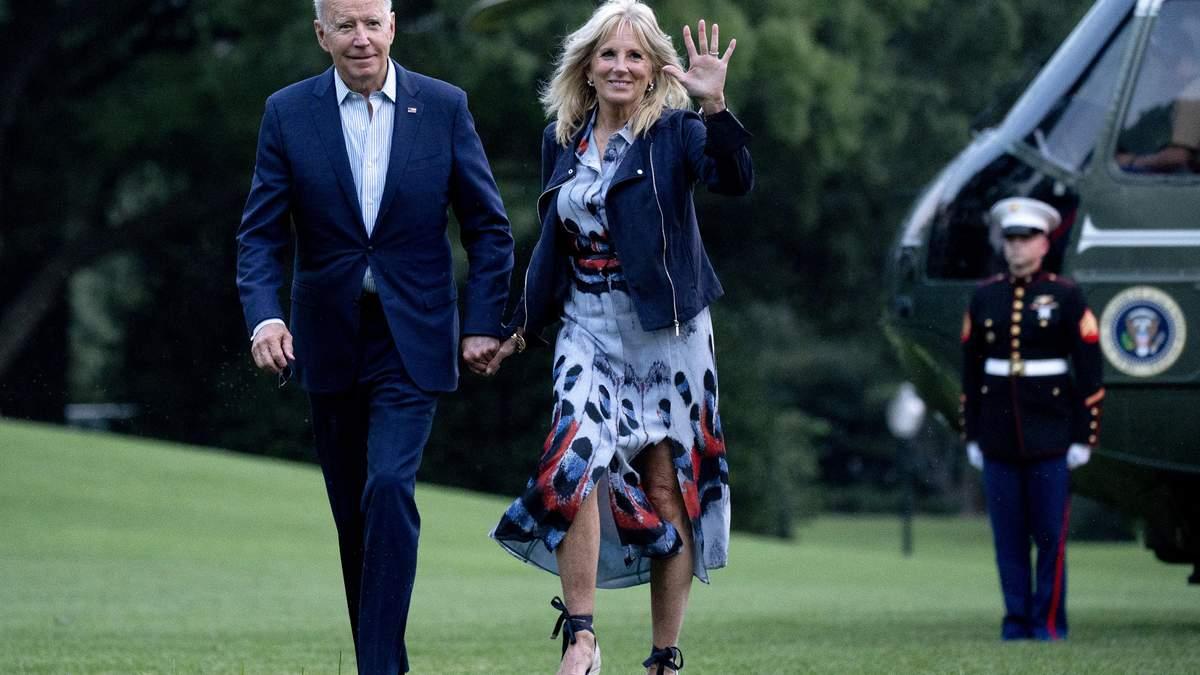 Джилл Байден зачарувала елегантним образом у сукні з розрізами