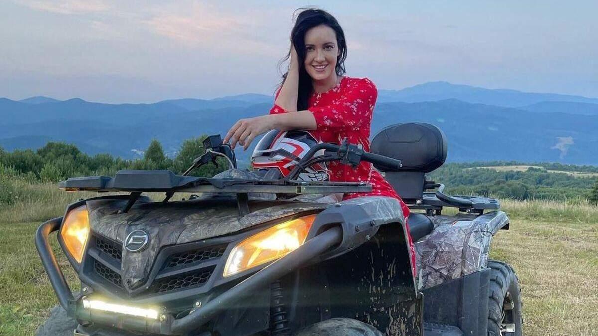 Соломия Витвицкая покаталась на квадроцикле: роскошные фото с Карпат