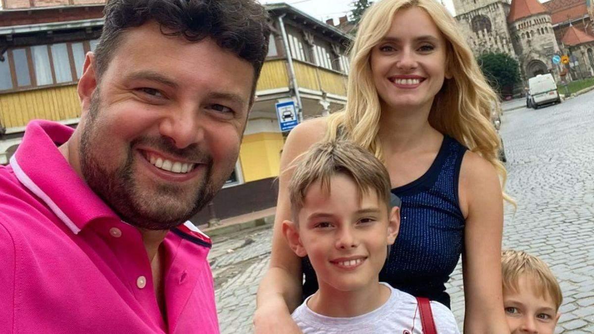 Ирина Федишин показала повседневный образ на прогулке с семьей: фото