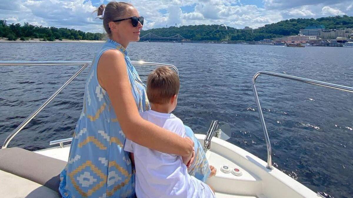 Катя Осадчая очаровала миловидным фото с сыном на яхте