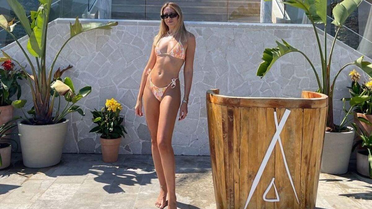 Леся Никитюк захватила сексуальным телом в бикини фото из Черногории
