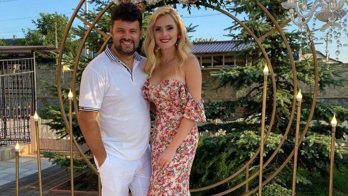 Ірина Федишин повторила образ на весіллі: фото у квітковій сукн