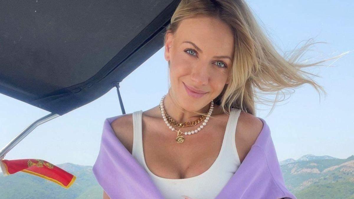 Леся Нікітюк зачарувала літнім образом у шортах з вишивкою: фото