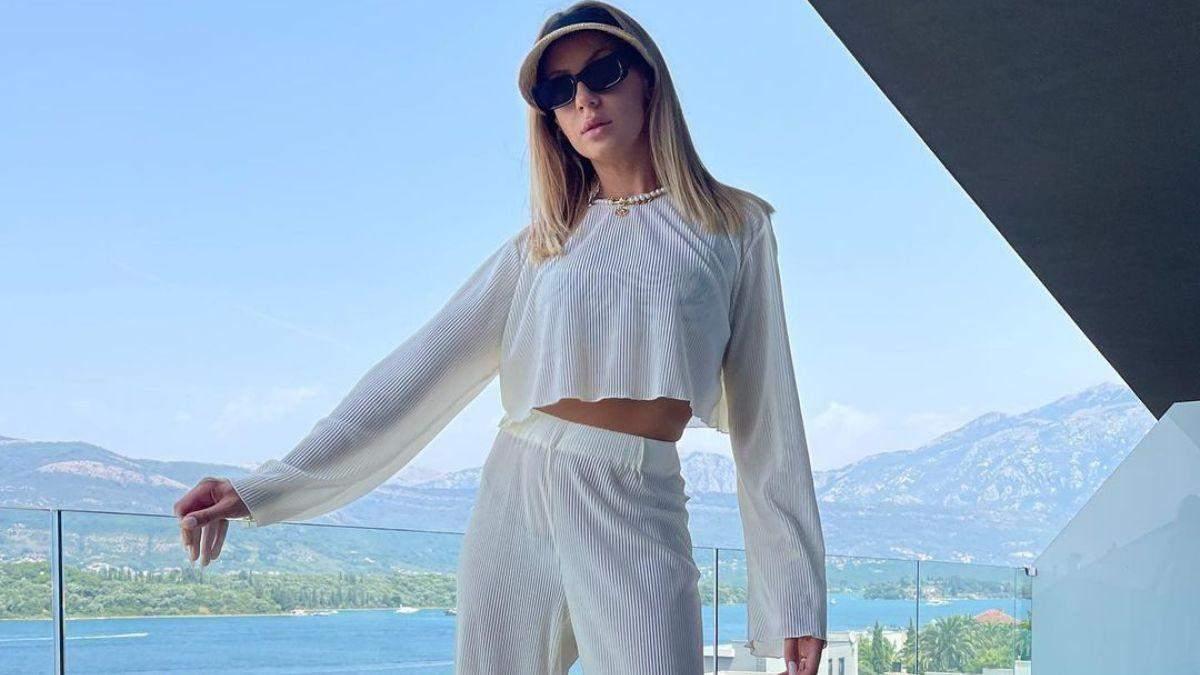 Леся Нікітюк продемонструвала образ у білому костюмі: фото