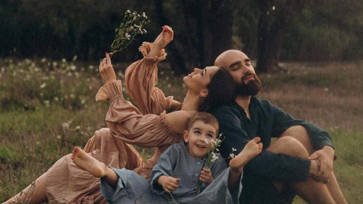Юлія Саніна з чоловіком та сином знялись у сімейній фотосесії