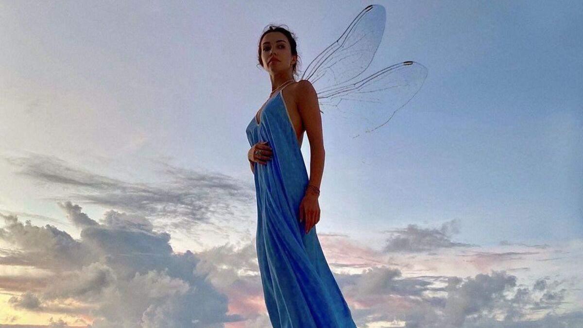 Катерина Кухар позувала у синій сукні на Мальдівах: фото на тлі океану