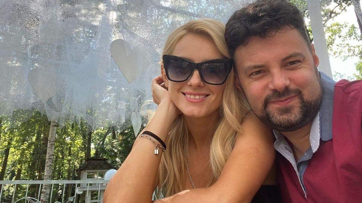 Ірина Федишин на гастролях сфотографувалася з чоловіком