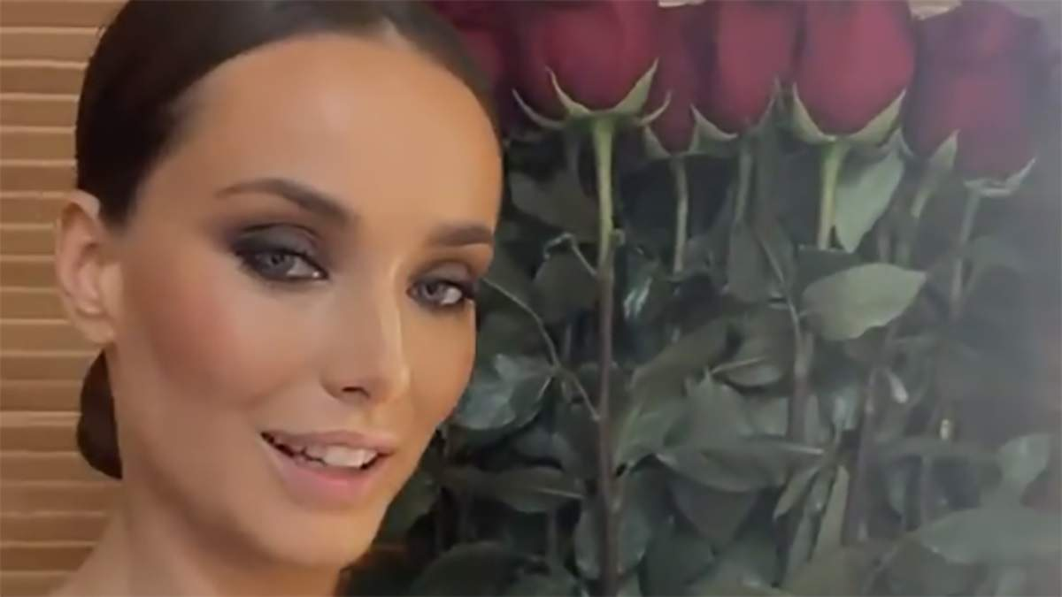 У річницю стосунків з Еллертом: Ксенія Мішина похизувалась величезним букетом троянд - Новини шоу-бізнесу - Showbiz