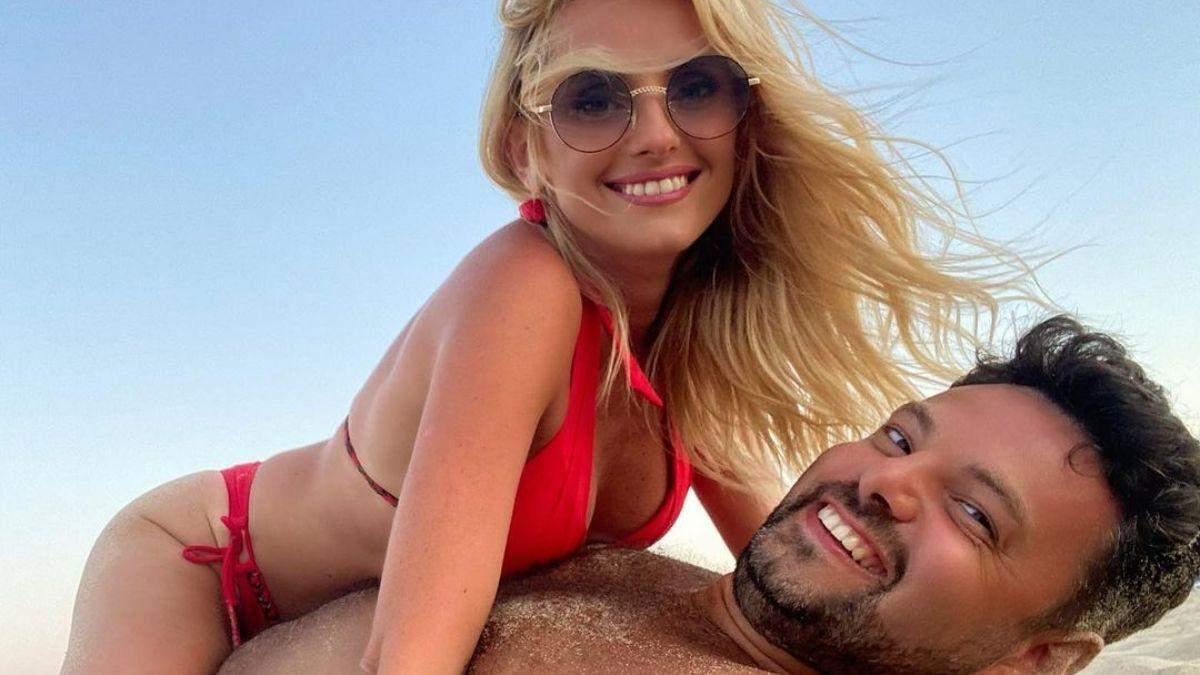 Ірина Федишин на пляжі в Болгарії влаштувала фотосесію з чоловіком: спекотні фото - Новини шоу-бізнесу - Showbiz