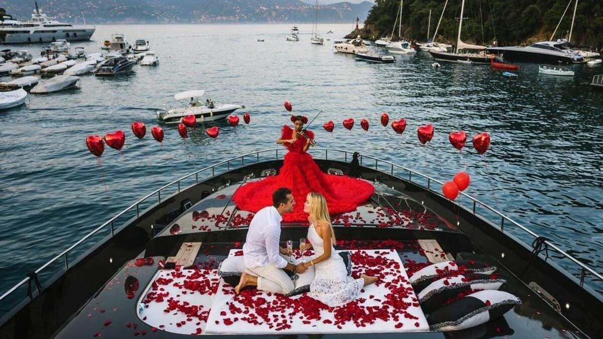 Модель Фрида Аасен обручилась с миллионером: потрясающие фото на яхте