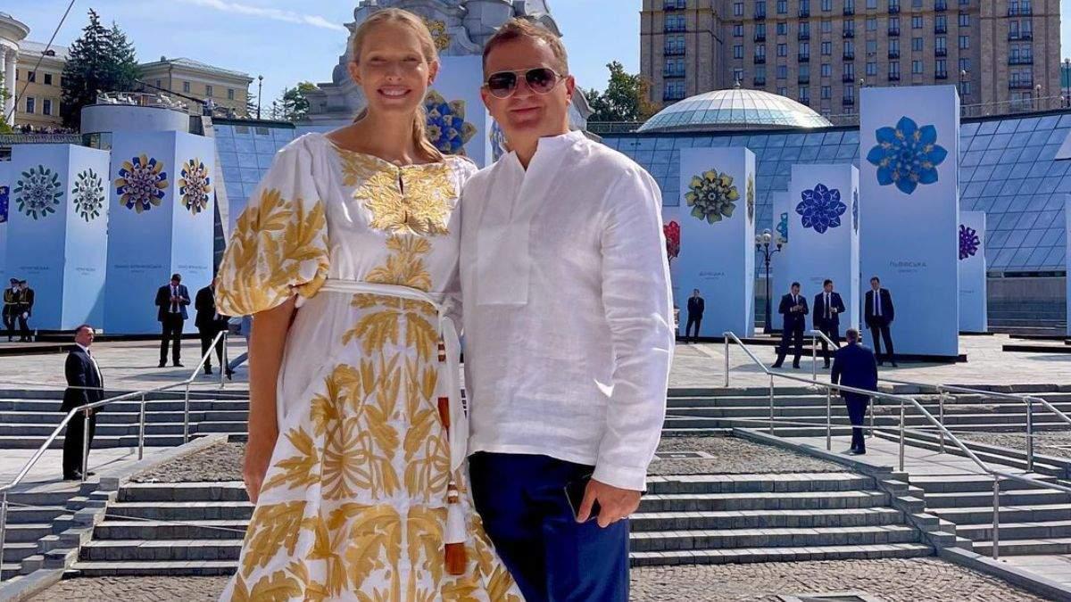 Катя Осадча у вишиванці позувала на Майдані Незалежності: фото першого виходу після пологів - Showbiz