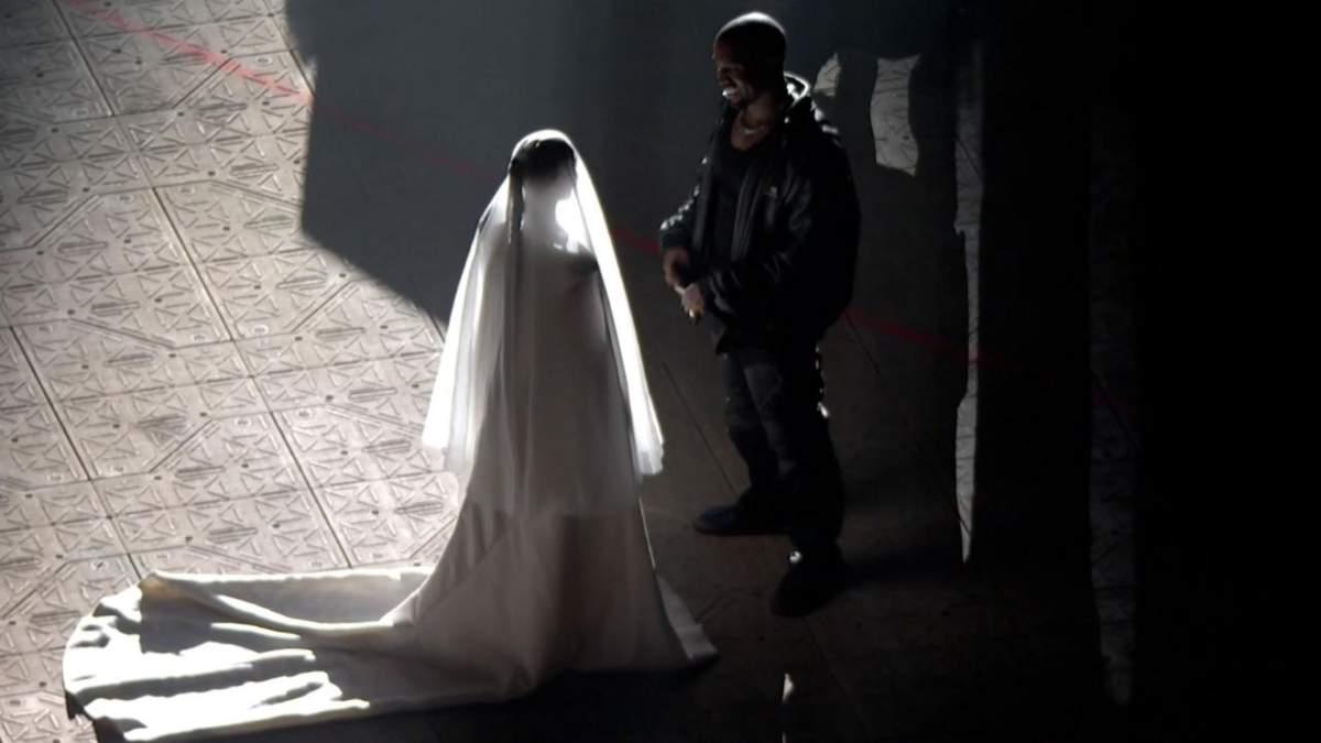 Ким Кардашян во второй раз надела свадебное платье для Канье Уэста: что это значит