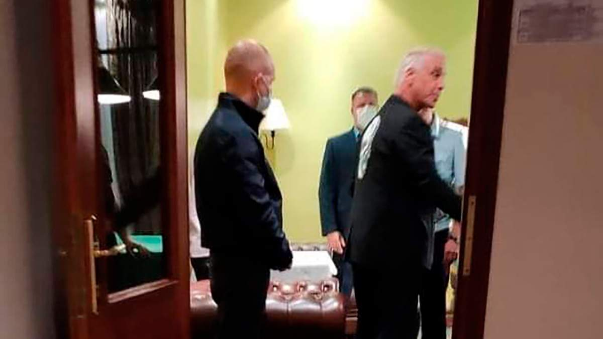 В гостиничный номер Линдеманна из Rammstein наведались российские силовики