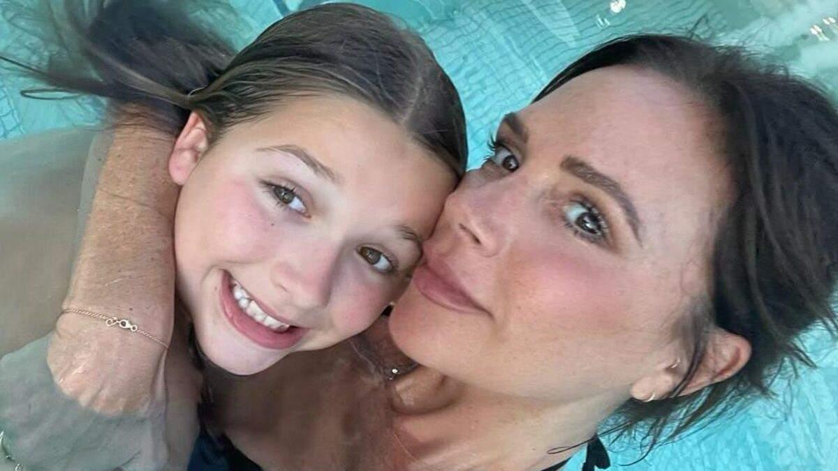 Виктория Бекхэм отдохнула с семьей в аквапарке: миловидные кадры