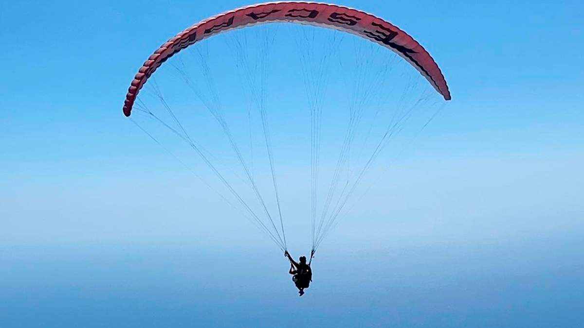 Даша Астаф'єва політала на параплані над морем: казкові фото та відео - Новини шоу-бізнесу - Showbiz