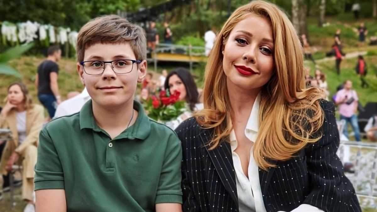 Тіна Кароль показала сина у вишиванці та шароварах: рідкісне фото з Великої Британії - Новини шоу-бізнесу - Showbiz