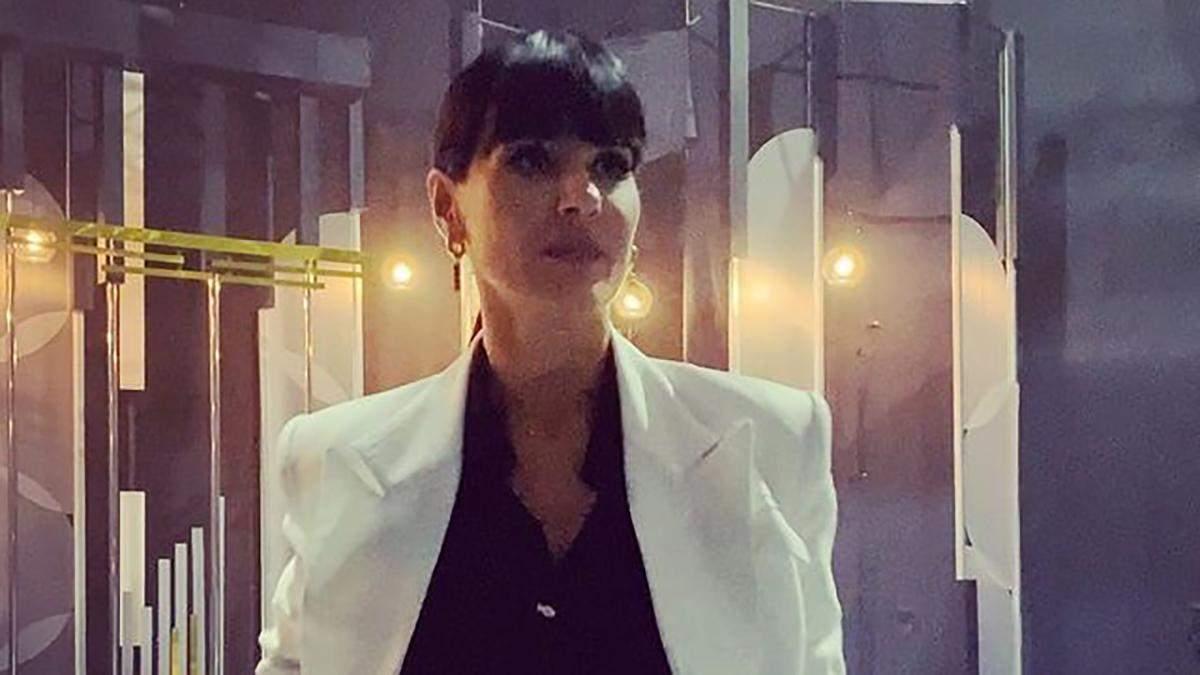 Маша Єфросиніна поєднала білий жакет з костюм total black - Showbiz