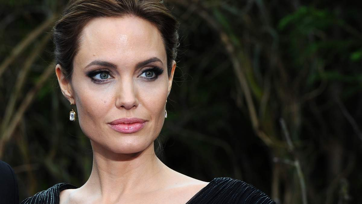 Анджелина Джоли заявила, что боялась за безопасность детей во время брака с Брэдом Питтом