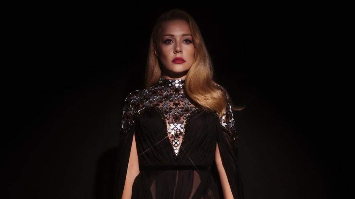 Тіна Кароль приголомшила образом у напівпрозорій сукні з розрізом - Showbiz