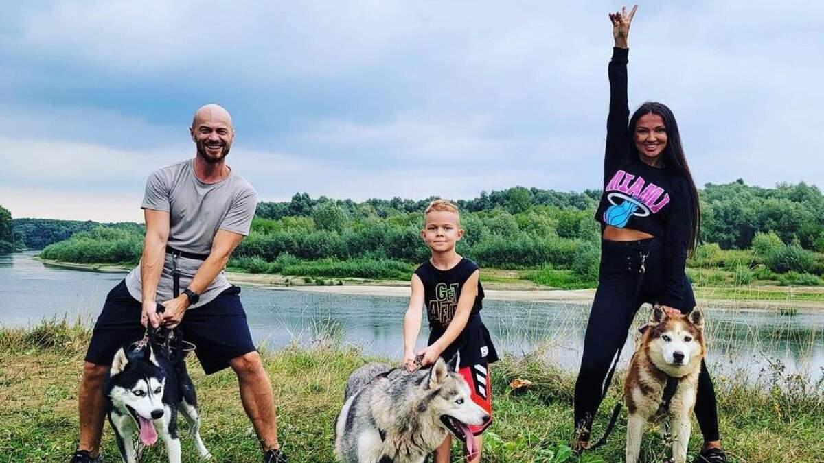 Влад Яма з дружиною та сином відпочиває біля моря: чарівні фото - Новини шоу-бізнесу - Showbiz