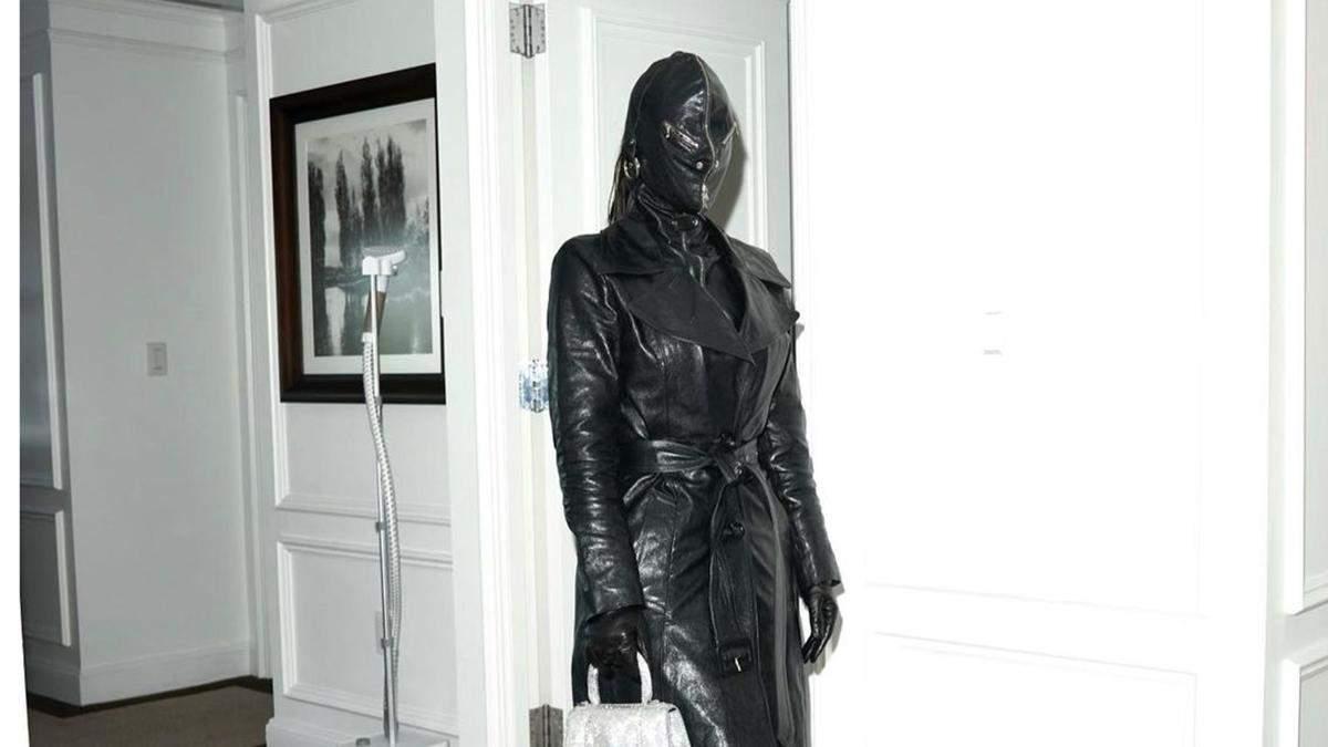 Кім Кардашян збентежила образом у шкіряній балаклаві: фото провокативного виходу - Showbiz