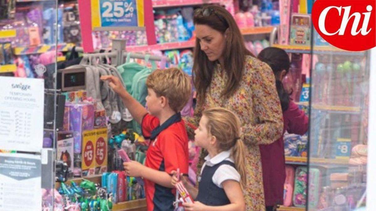 Впервые за 2 месяца: Кейт Миддлтон с детьми побывала в магазине