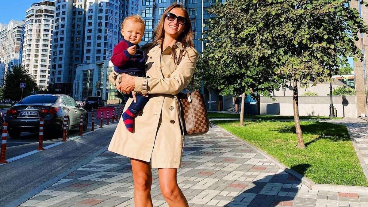 Кристина Решетник показала стильный осенний образ: фото в коричневом тренче