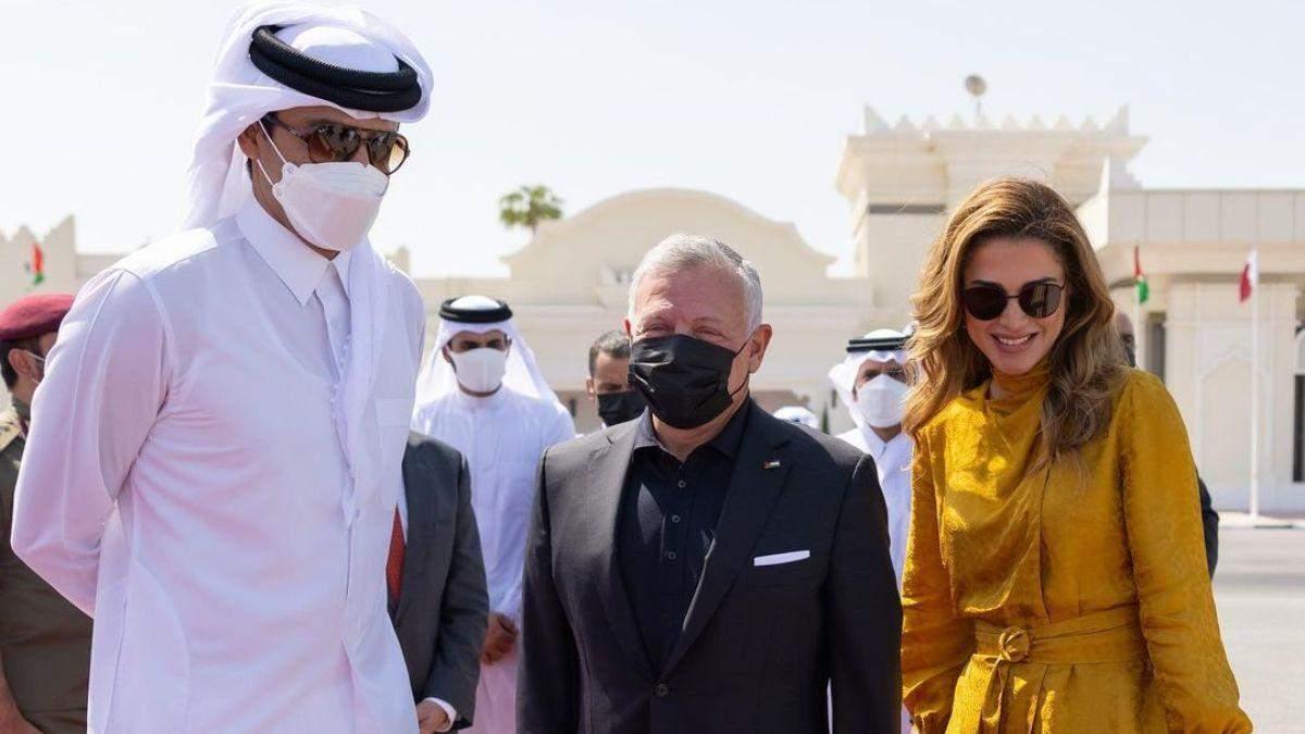 Королева Ранія показала елегантний образ у жовтому костюмі: фото нового виходу - Showbiz