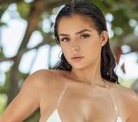 Сексуальна Демі Роуз випнула пишні груди у мінібікіні: гаряче фото