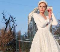 В образі Снігової королеви: Слава Камінська підкорила фото в розкішній білій сукні