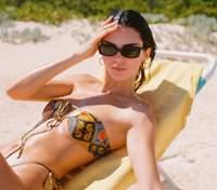 Сексуальная Кендалл Дженнер показала роскошное тело в бикини: пикантные фото