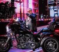 Кожаная косуха и Harley-Davidson: Поплавский в новом клипе удивил рокерским образом