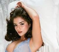 Деми Роуз позировала в постели в прозрачном белье: эротическое фото