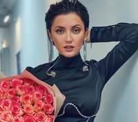 Оля Цибульская покорила дерзким образом в черном костюме: фото