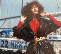 В стиле 90-х: Ольга Сумская подорвала сеть архивным фото