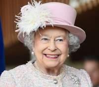 Королеве Елизавете II подарили двух щенков корги