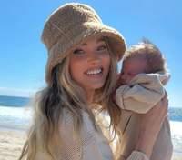 На пляжі: Ельза Госк замилувала мережу фото з маленькою донечкою