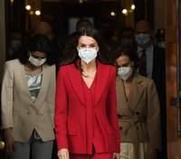 Перехоплює подих: королева Летиція одягнула повністю червоний образ у конгрес