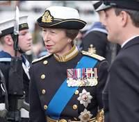 Принцеса Анна вперше після смерті принца Філіпа вийшла у світ
