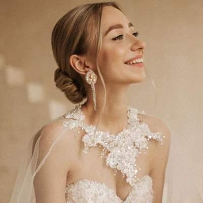 Молода дружина Віктора Павліка назвала нову дату гучного весілля