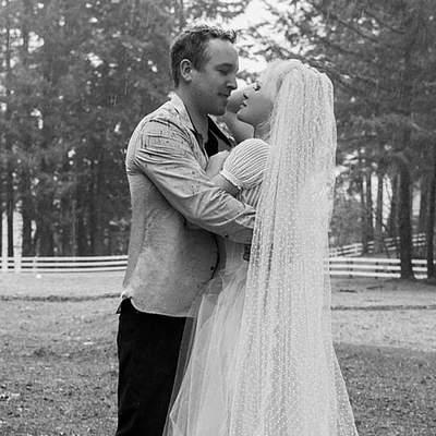 Памела Андерсон таємно одружилась зі своїм охоронцем: весільні фото