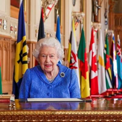 Королева Елизавета II выступила с обращением к британцам: фото нового образа Ее Величества