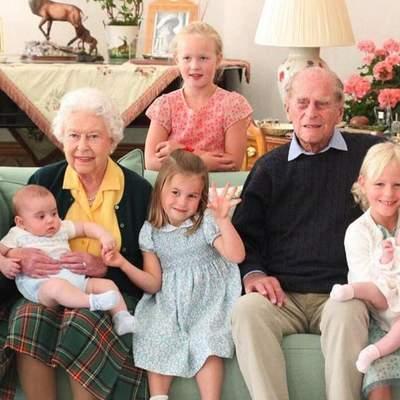 Королевская семья поделилась редким фото принца Филиппа с семью правнуками