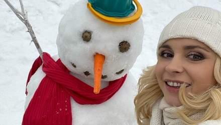 Лілія Ребрик підкорила атмосферним зимовим фото зі сніговиком
