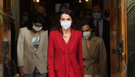 Перехватывает дыхание: королева Летиция надела полностью красный образ в конгресс