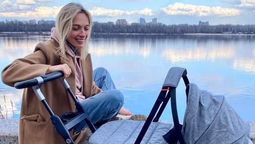 Василиса Фролова очаровала сеть фото с первой прогулки сына